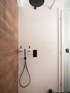 Ανακαίνιση σπιτιού στα Βριλήσσια   Home Done Bathtub, Bathroom, Home, Standing Bath, Washroom, Bathtubs, Bath Tube, Full Bath, Ad Home