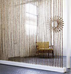 Séparation originale et légère d'une pièce : un mur de corde