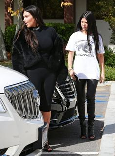 Kim Kardashian Photos Photos - Reality star sisters Kim and Kourtney Kardashian are spotted enjoying lunch together at Hugo's Restaurant in Los Angeles, California on March 9, 2016. - Kim and Kourtney Kardashian Lunch at Hugo's