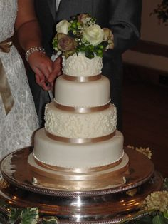 Traditional 4 tiered wedding cake, with white chocolate piping. http://www.cakesbypotts.co.uk/#/gallery-celebration/4553215800