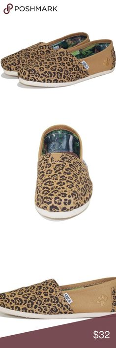 TOMS Limited Edition National Geographic Jaguar Toms for Women: National Geographic Classic Tan Canvas Jaguar -  TOMS is excited to partner with National Geographic and support its critical nonprofit work through the Big Cats Collection. Big cats in the wild are disappearing at an alarming rate, and the collection draws attention to the critical need to protect these majestic creatures for generations to come. These Classics feature a jaguar-inspired pattern and paw print . Worn Twice some…