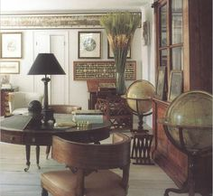 Bill Blass : home in Connecticut-the globes, round desk, library cabinet, wood floors