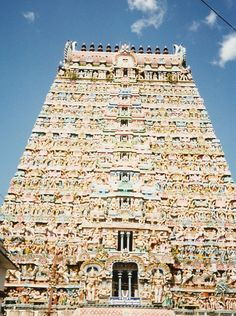 Sarangapani temple, Kumbakonam . This temple was originally built by Chola king and later renovated by Nayak rulers. It is one of the beautiful Lord Vishnu temples in south India.