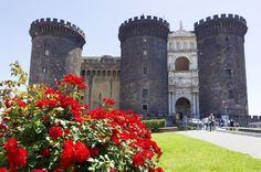 Castle Nuovo, Naples, Italy | Amazing Photography Of Cities and Famous Landmarks From Around The World Best Vacation Spots, Best Vacations, Naples Italy, Southern Italy, Beautiful Castles, Famous Landmarks, Visit Italy, Italy Travel, Italy Trip
