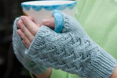 Top 10 Free Patterns for Knitting Fingerless Mittens Here's the pattern: http://www.ravelry.com/patterns/library/cafe-au-lait-mitts