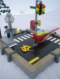 The Fastest Man Alive meets his match? Lego Cars, Lego Dc, Lego Batman, Lego Mecha, Lego Friends, Lego Ship, Lego Pictures, Lego Construction, Lego Storage