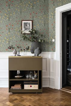 Pomona Wallpaper from the Apelviken Collection by Midbec Wallpapers is a green tree wallpaper with hanging oversized apples and pears on a green base. Shop now! Tree Wallpaper For Walls, Hallway Wallpaper, Interior Wallpaper, Kitchen Wallpaper, Wallpaper Decor, Wallpaper For Home, Wallpaper Designs For Walls, William Morris Wallpaper, Morris Wallpapers