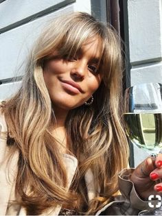 tendances coiffure - All For Hair Cutes Good Hair Day, Great Hair, Hairstyles With Bangs, Cool Hairstyles, Long Fringe Hairstyles, Bangs Hairstyle, Brown Blonde Hair, Blonde Hair Bangs, Blonde Hair With Fringe