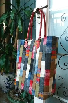 Pin by Suratnee Maneesang on My works [very large size] Designed by An Quilted Tote Bags, Denim Tote Bags, Patchwork Bags, Patchwork Designs, Crazy Patchwork, Fabric Handbags, Fabric Bags, Sac Vanessa Bruno, Japanese Bag