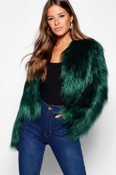 Cold Weather Outfits, Winter Outfits, Winter Ootd, Fox Fur Coat, Faux Fur Jacket, Fur Coats, White Fashion, Curvy Fashion, Green Fur