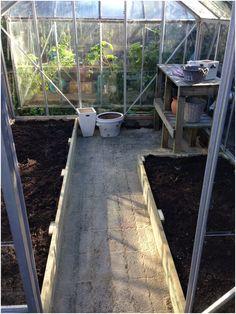 Indretning af drivhus med plantebord