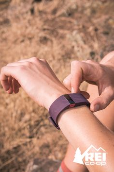 Move to your own beat with the Fitbit Charge HR wristband. It's a high-performance heart rate monitor and activity tracker that glams up your fitness game like a high-fashion bracelet. Fitness Gifts, You Fitness, Health Fitness, Calories Burned, Burn Calories, Fitbit Charge Hr, Selfish, Heart Rate