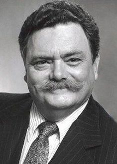 Bernard Fox (born Bernard Lawson 11 May 1927 - 14 December is a retired British film and television actor from Wales. He was on a lot of American television. Bombay on 'Bewitched' was of his shows. He died from heart failure. Sean Penn, Classic Movie Stars, Classic Tv, Catherine Deneuve, Hollywood Actor, Hollywood Stars, Vintage Hollywood, Classic Hollywood, Bernard Fox