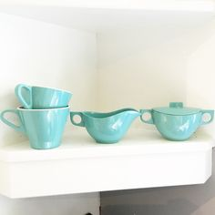 Vintage turquoise Melmac dishes <3 Discover more fantastic vintage finds at whattheseoldthings.com and whattheseoldthings.etsy.com! #vintage #vintagestyle #vintagehomedecor #vintagedecor #homedecorinspo #designinspo #turquoise #vintagekitchen #vintagedishes