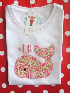 This is adorable! Sewing Appliques, Applique Patterns, Applique Designs, Embroidery Designs, Love Sewing, Sewing For Kids, Baby Sewing Projects, Sewing Crafts, Whale Shirt