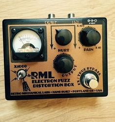 Retro Mechanical Labs Pedal Electron Fuzz Pedal Distortion