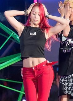 Bam that abs! krystal jung is my wannabe!