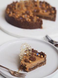 en tærte med en kiksebund, lakridskaramel og karamelganache (er det tydeligt, at jeg elsker karamel...) Den er i hvert fald PERFEKT til mit temperament! Panna Cotta, Foodies, Sweety Pie, Sweet Tooth, Yummy Food, Sweets, Ethnic Recipes, Blog, Handmade