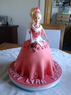Girls cake, dressing princess Aurora