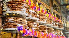 DULCERÍA DE CELAYA Fundada en 1874 por la familia Guízar ocupa el local actual desde principios del siglo XX. Aunque en un inicio era básicamente una distribuidora de los principales dulceros del país poco a poco fueron comprando las recetas de sus proveedores para que la familia elaborara los dulces desde el sótano de su casa. Entre turrones cocadas puerquitos jamoncillos gaznates mazapanes besos de nuez y muchísimos ducles más no te conformarás con uno. http://ift.tt/1m3yoTN