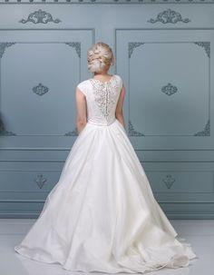 Rochie de mireasă tip prințesă, colecția 2019 Unique Dresses, Bespoke, Ready To Wear, Costumes, Wedding Dresses, How To Wear, Fashion, Atelier, Taylormade