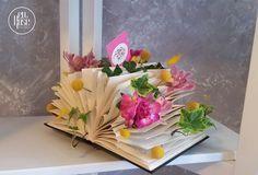 Aranjament floral Book of Flowers Un aranjament deosebit, un design inventiv realizat intr-o carte, printre paginile careia am strecurat flori