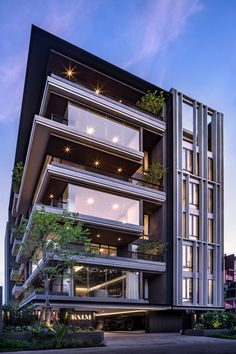 Project : KALM Penthouse Location : Soi Soonvijai Bangkok, Thailand Architect : Paon Architects Photographer : W Workspace… Architecture Building Design, Building Exterior, Facade Design, Building Facade, Building Elevation, Modern House Facades, Modern Architecture House, Modern Buildings, Residential Building Design