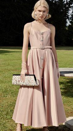830f376cb83f Glamour Beauty, Dress Me Up, Pretty Dresses, Appreciate You, Retro Vintage,