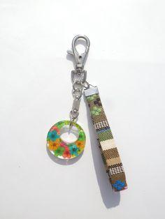 Annys workshop, Handmade keychain, hard plastic keychain, Pressed flowers keychain (3)
