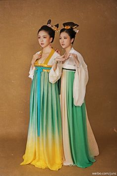 fuckyeahchinesefashion: Traditional Chinese Clothing Hanfu (Ruqun) Photography by 陳俊JunC Traditional Fashion, Traditional Chinese, Chinese Style, Traditional Dresses, Ethnic Fashion, Asian Fashion, New Fashion, Chinese Fashion, Historical Costume