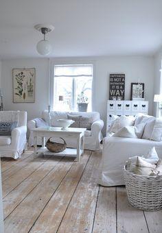 love the white floor - Anna's@vitaverandan