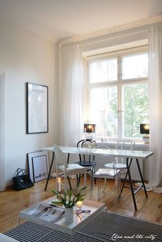 My studio apartment, black & white: http://divaaniblogit.fi/charandthecity/2014/09/26/eurokangas-pellava-verhot/