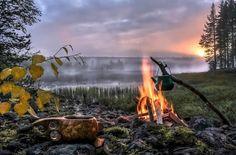 Kochen in der Wildnis © Asko Kuittinen/ Visit Finland Helsinki, Go Camping, Outdoor Life, Nature Pictures, Wilderness, Norway, Natural Beauty, Waterfall, Scenery