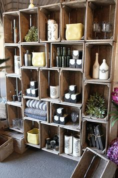DIY Wine Crate Storage Projects Creative ideas lots of tutorials! Old Wooden Crates, Pallet Crates, Wooden Boxes, Wooden Pallets, Crafty Projects, Home Projects, Crate Storage, Crate Shelving, Rustic Shelving