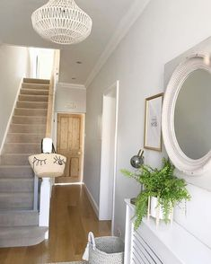 Create a warmer and more welcoming hallway to your home with these key design principles and ideas Original Design: Unknown Bright Hallway, Grey Hallway, Modern Hallway, Stair Landing Decor, Stair Decor, Narrow Hallway Decorating, Hallway Ideas Entrance Narrow, Stair Makeover, Hallway Designs