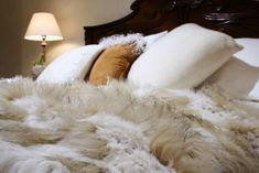 Caught in the conflict between original fur and faux fur in Mongolian pillows? Let us help you choose in both categories with up-to-date information on the best products.