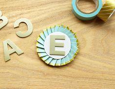 簡単ワンポイント♡マステでロゼットリボンを手作りしちゃお! | キナリノ Diy And Crafts, Paper Crafts, Symbols, Scrapbook, Letters, Handmade, Bride, Wedding, Wedding Bride