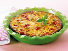Préchauffez le four à 200 °C (Th. 6/7). Égouttez et émiettez le thon, égouttez et coupez en 4 les tomates.Margarinez un plat allant au four....
