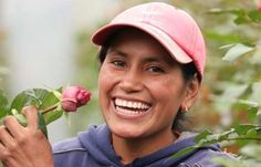 One World Flowers Imports #FairTrade roses from Ecuador and Delivers to Your Door (or your mom's door).