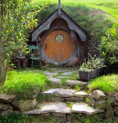 Hobbit house and garden magazine Hobbit Door, The Hobbit, Fairy Houses, Play Houses, Cob Houses, Casa Dos Hobbits, Fairytale House, Fairy Doors, Cabins And Cottages