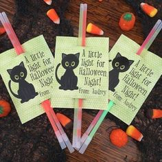 A Little Light for Halloween Night! Glow Stick Gift Tags for Halloween Party Favor, Trick or Treatin - Halloween Treat Bags - Halloween Goodie Bags - Girls Halloween Tags, Halloween Goodie Bags, Halloween Party Favors, Halloween Goodies, Halloween Fruit, Holidays Halloween, Happy Halloween, Kids Holidays, Halloween Stuff