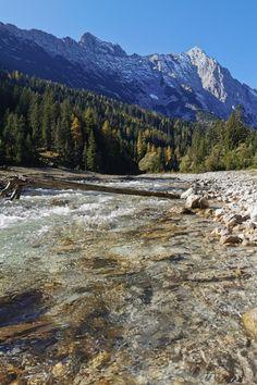 Tiefgründiges Tal, das du bei deinem nächsten Urlaub in den Bergen besuchen solltest. Gehört zu den Naturwundern in Seefeld - Tirol Felder, Mountains, Nature, Travel, Alps, Natural Wonders, Road Trip Destinations, Naturaleza, Viajes