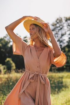 THE DEBBIE DRESS via Hazel & Folk // I absolutely love this button up dress with the tie-waist! And the lighting make the dress look even more gorgeous!!