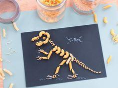 DINO KNUTSELEN - Van zoutdeeg fossielen tot een 3D T-Rex van strijkkralen en dinosaurus skelet van pasta. Dit zijn de 16 tofste dino knutsels Dinosaur Crafts Kids, Dino Craft, Dinosaur Activities, Real Dinosaur, Pasta Crafts, Fun Crafts, Diy And Crafts, Winter Crafts For Kids, Diy For Kids