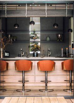 De terrasdeuren staan open! Neem via ons blog een kijkje in deze designkeuken in Houten 👀  #tielemankeukens #tielemanexclusief #keuken #keukens #exclusiefwonen #highend #miele #natuursteen #quooker #gaggenau #novy #designkeuken #exclusiefdesign #highenddesign #highendkitchen Kitchen, Table, Blog, Furniture, Design, Home Decor, Cooking, Homemade Home Decor, Home Kitchens
