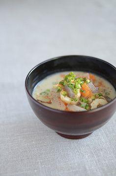 Kasujiru miso soup with sake lees 粕汁