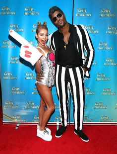 Pin for Later: The All-Time Best Celebrities in Pop Culture Costumes Miley Cyrus and Robin Thicke Kelly Ripa and Michael Strahan did their best impression of Miley Cyrus and Robin Thicke in 2013.