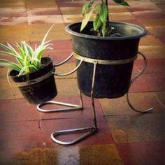 The Best 20 Garden Decoration Ideas Of 2019 Porch Plants, House Plants Decor, Plant Decor, Metal Projects, Metal Crafts, Flower Planters, Flower Pots, Flower Stands, Iron Decor