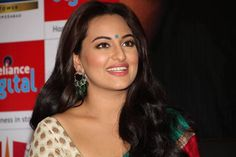 Sonakshi Sinha has everyone floored with her dazzling smile!