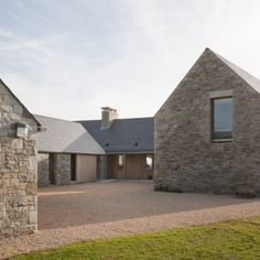 House in Blacksod Bay by Tierney Haines Architects Three sandstone wings protect an inner courtyard from fierce coastal winds at this seaside house in Ireland by Tierney Haines Architects. Vernacular Architecture, Residential Architecture, Architecture Design, Windows Architecture, Houses In Ireland, Ireland Homes, Stone Barns, Stone Houses, Stone Cottages